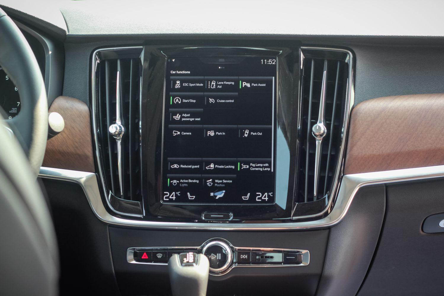 Volvo S90 nội thất bảng điều khiển