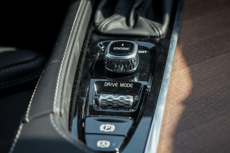 Volvo S90 với hệ thống trợ lái an toàn